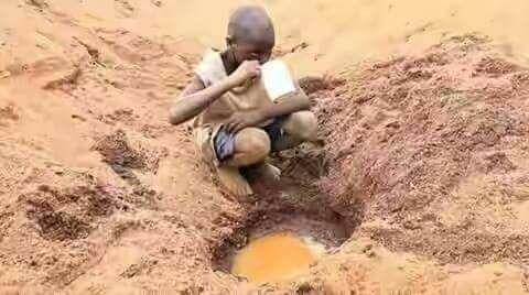Gutt drikker skittent vann
