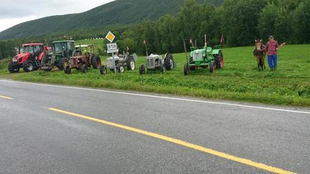 utvikling i landbruket fra hest til ny traktor