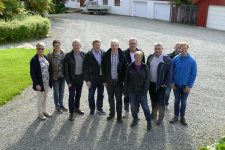 Styret og administrasjonen i Rogaland bondelag på trøndelagsvisitt.