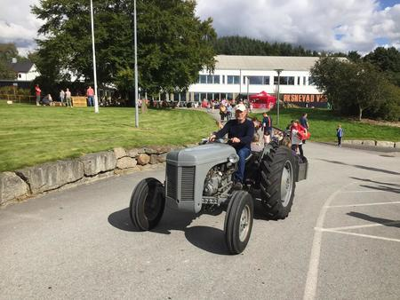 Traktorkjøring på Øksnevad vgs under Åpen gård 3. september 2017.