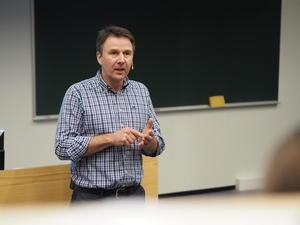 Lars Petter Bartnes oppsummerte dagens innlegg med refleksjoner fra landbruksnæringa.