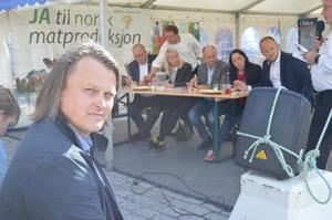 Øyvind Havgågs tankevekkende innlegg dannet grunnlag for den livlige politiske matpraten som stortingskandidatene hadde i Bondens Restaurant under Matfestivalen i Ålesund (Foto: Arild Erlien).