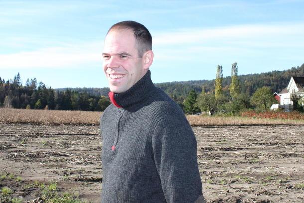 Leif Johann Rugsland har mista store avlingar og mykje jord i flaumen.