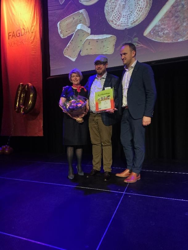 Matmerks Nina Sundqvist, Inge Johnsen og landbruks-og matminister Jon Georg Dale