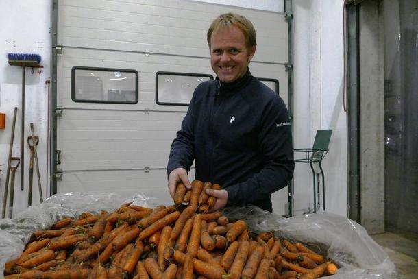 """Jone Wiig Gartneri AS er ein av tre finalistar til nasjonal bygdeutviklingspris med sine """"Sjitne gulerøde""""."""