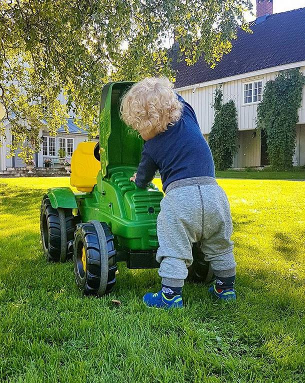 Hva skjuler seg i motorrommet? En skal tidlig krøkes for god bonde å bli. Her fra Biri Bondelags Åpen gård