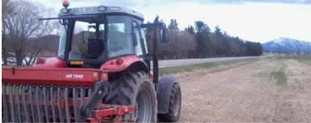 Traktor med såmaskin Miljødir sitt bilde