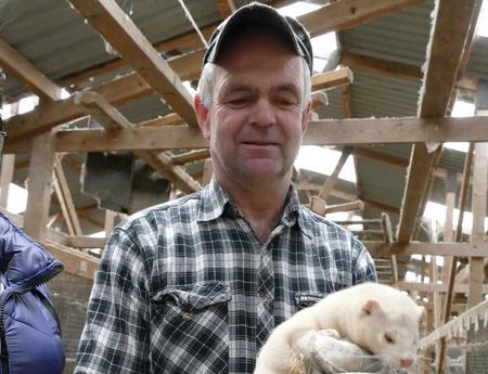 Jan Arild Seldal er tredje generasjon pelsdyroppdrettar på Seldal i Sandnes. Nå ser han ikkje lenger ei framtid i garden.
