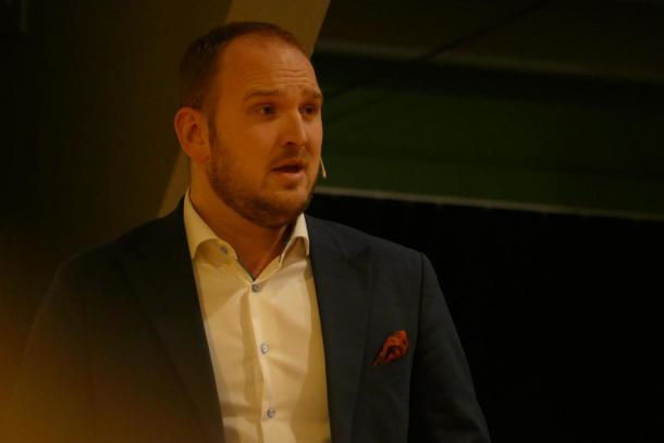 Jon Georg Dale måtte svara på spørsmål frå frustrerte pelsdyrprodusentar.