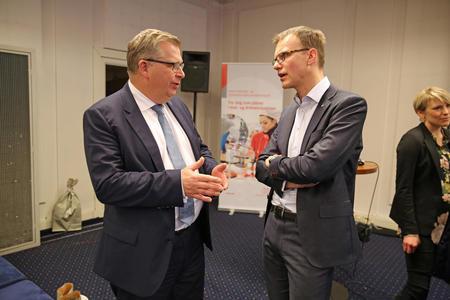 Statssekretær i KLD, Atle Hamar (V) og Erik Lahnstein, daglig leder i Norges Skogeierforbund.