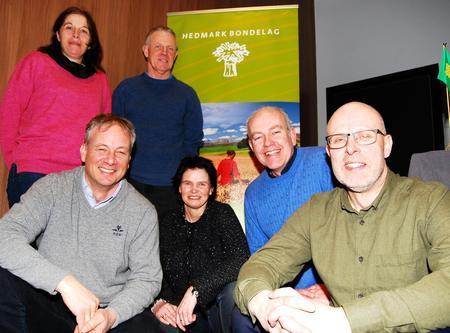Hedmark Bondelags styre 2018: Foran fra venstre: Ivar Sund, Gry Hjermstad Eggen, Lars Opsal jr (nestleder) og Erling  Aas-Eng (leder). Bak: Berit Grindflek og Harald Håkenrud