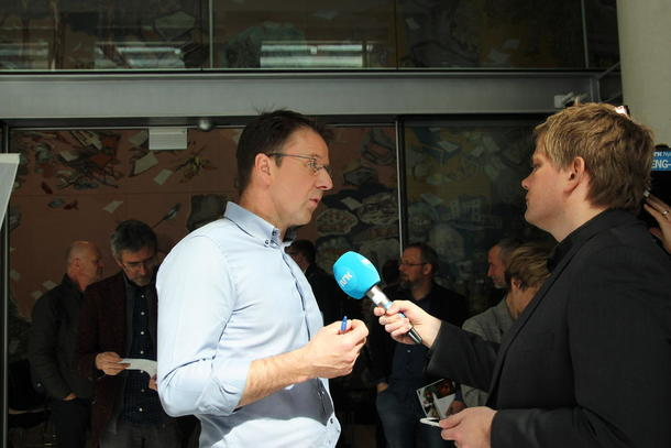 Bartnes blir intervju av NRK