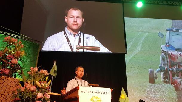 Jon Stumberg på talerstolen.