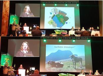 Nestleiar Gunnhild Overvoll med eit engasjert innlegg om raudt kjøtt og klima på bondetinget.