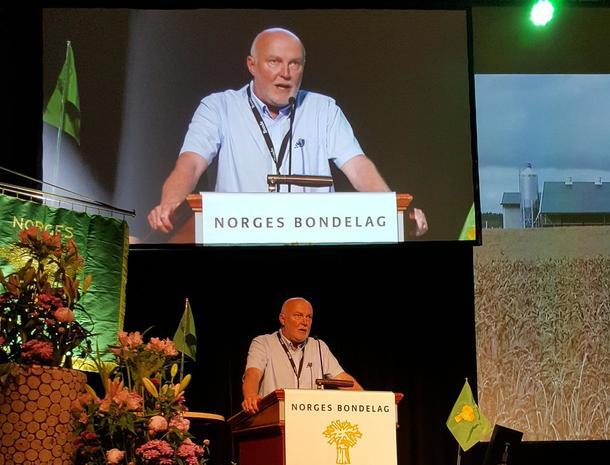 Fylkesleder Svend Arild Uvaag på talerstolen på Bondetinget 2018.