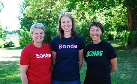 Ansatte i Hedmark Bondelag, fra venstre: Anne Rustad (førstekonsulent), Guro Breck (organisasjonssjef) og Mona Solum Gjestvang (rådgiver).