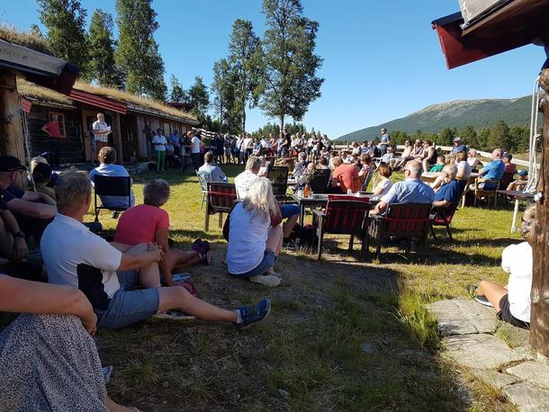 Mange møtte fram for å høre hva statsråden hadde å si, og mange ble skuffa. Det var ingen gode nyheter å meddele fra departementet i Oslo.