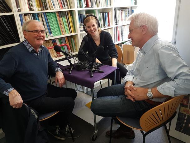 God stemning i studio når tidligere generalsekretær i Bondelaget, Harald Milli, og tidligere organisasjonssjef Harald Velsand var på besøk i Landbrukspodden for å fortelle røverhistorier fra tidligere jordbruksforhandlinger.