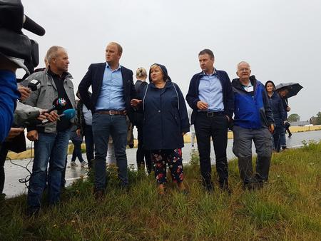 Tidligere denne uka fikk statsministeren selv se konsekvensene av ekstremtørken. Nå ber landbruket om en krisepakke.