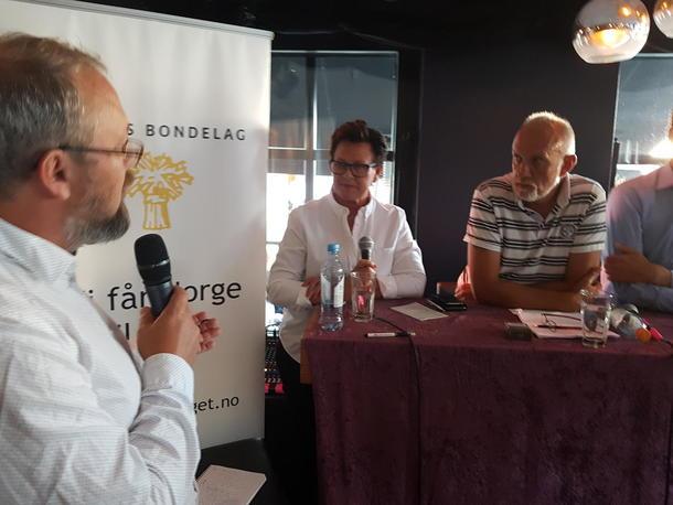 Landbruksdebatt under Arendalsuka 2018. Kato Nykvist, politisk redaktør i Nationen, utfordrer stortingsreprsentant Ingunn Foss (H) og Morten Ørsal Johansen (Frp).