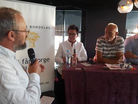 Landbruksdebatt under Arendalsuka 2018. Kato Nykvist, politisk redaktør i Nationen, utfordrer stortingsrepresentant Ingunn Foss (H) og Morten Ørsal Johansen (Frp).