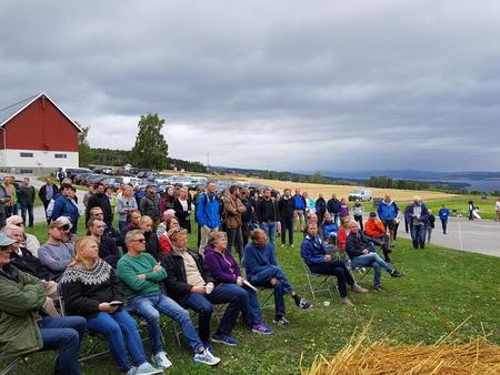 Regnbygene holdt seg unna Apelsvoll, men noen vindkast nådde de 200 deltakerne på inspirasjonsdagen.