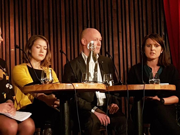Fra venstre: Una Aina Bastholm (MdG), Bernhard Stormyr (Yara International), Hanne Maren Blåfjelldal (Frp)