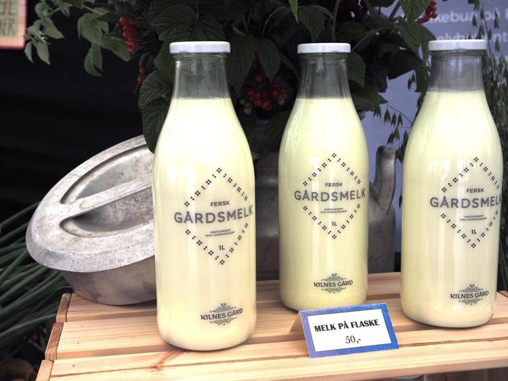Fersk gårdsmelk på flaske