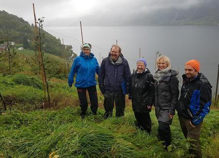 Ordførar Solfrid Borge, Marta og Mekjell Meland, landbruksdirektør Åse Vaag og leiar i Hordaland Bondelag, Kjetil Mehl