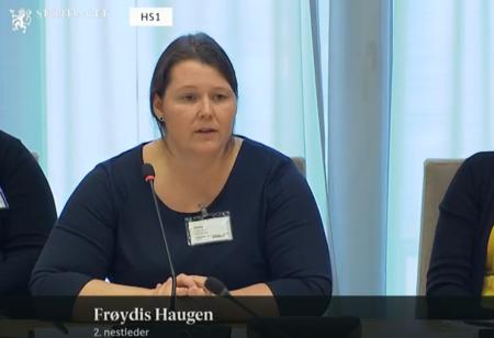 Frøydis Haugen, 2. nestleder i Bondelaget, på høring i utdannings- og forskningskomiteen 25.10.18