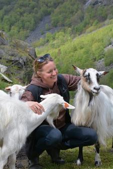 Ragna Kronstad med gode representanter for de som skaper godt samspill med naturen