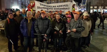 Trøndere foran banneret om at vi krever at Stortingets bestandsmål overholdes