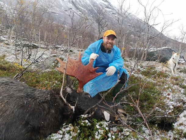Per-Anders Robertsen med felt elg med sju spir