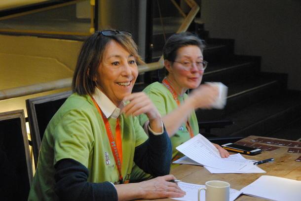 Mona Solum Gjestvang og Lisbet Rustad fra programkomiteen ønsker velkommen ved inngangen.