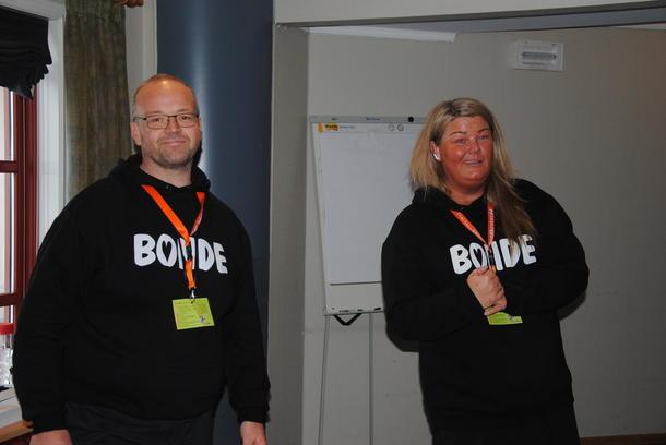Kjell Gudmund og Line Svien fra Tyinlam holdt et engasjerende foredrag om hvordan de måtte krype til korset å lære seg bruken av sosiale medier. Det ble virkningsfullt.