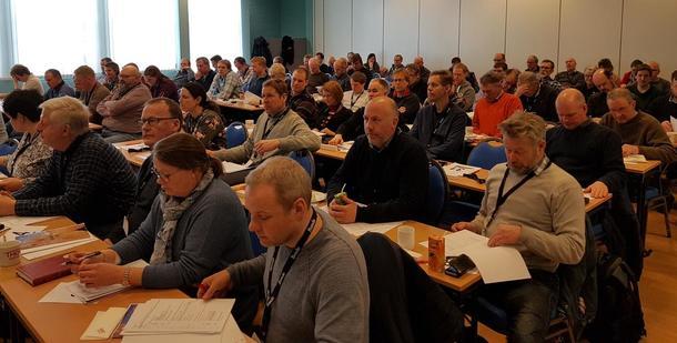 Årsmøteutsendinger og gjester på plass i årsmøtesalen på Skeikampen