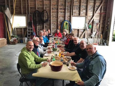 Eit hyggeleg bordsete! Suppe med lokalprodusert kjøt frå Olav Botnevik og mange gode diskusjonar.