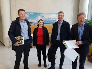 Eit spent forhandlingsutval er klare til å presentere jordbrukets krav. Frå venstre: Lars Petter Bartnes, Frøydis Haugen, Bjørn Gimming og Per Skorge.