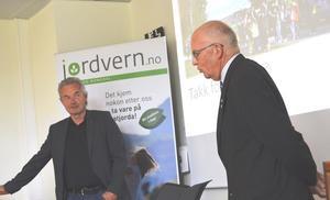 Rektor ved Gjermundnes, Aadne Haarr (t.v) og leder i Jordvern Møre og Romsdal, Kolbjørn Gaustad.