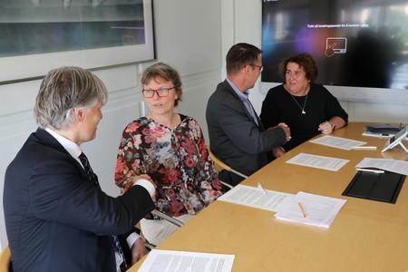 Signering av klimaavtale. Foto: Kaja Schill Godager