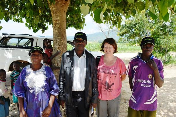 Organisasjonssjef I Norges Bondelag, Astrid Solberg (2. f.h), fra et besøk i Malawi i 2015.