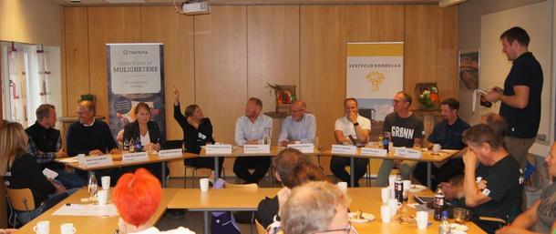 Debatten gikk varmt under Bondelagets valgkamparrangement 2019. Panelet bestod av f.v: Sven Tore Løkslid (AP), Terje Riis-Johansen (Sp), Gunn Marit Helgesen (H), Trine Jørgensen Dahl (V), Ådne Naper (SV), Hans Edvard Askjer (KrF), Frode Hestnes (Frp), Harald Moskvil (MDG) og Tobias Drevland Lund (Rødt). Møteleder Even Skårberg Årnes.