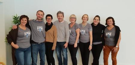 Tema mjølk og mjølkeproduksjon - Tine Byrkjelo. 6 Stortingsrepresentantar frå Høgre på besøk