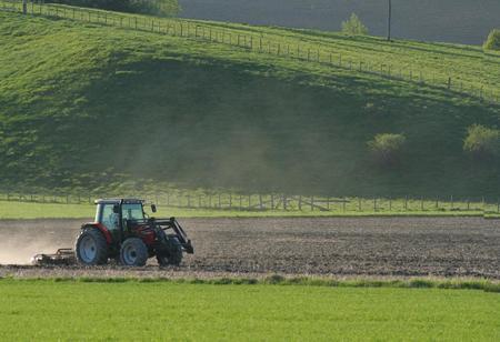 Det er våronn mange steder i landet nå. Innsatsfaktorene øker i pris, men bondens inntekt står stille.