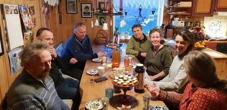 Kring kjøkenbordet på Lie i Aurland