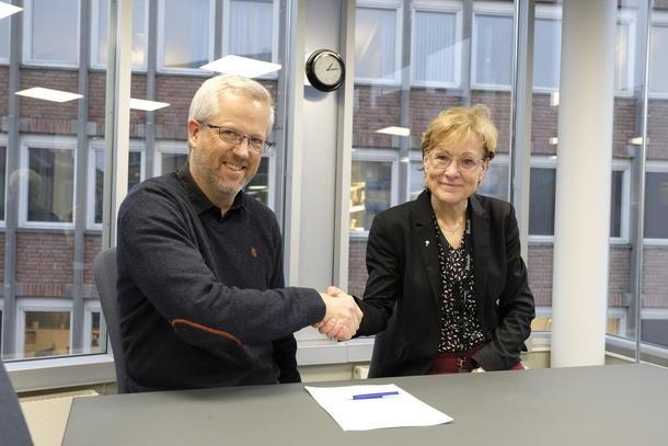 Bondelagets generalsekretær, Sigrid Hjørnegård, signerte en ny samarbeidsavtale med Utviklingsfondets leder, Jan Thomas Ødegard,  i desember 2019.