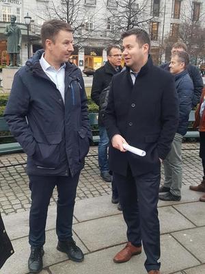 Lars Petter Bartnes i Norges Bondelag sammen med Geir Pollestad fra Senterpartiet.