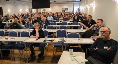 Audun Skjervøy, foran til høyre, ledet konferansen på en god måte.