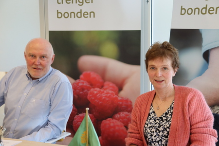 Fylkesleder Svend Arild Uvaag og møteleder Tove Borud.
