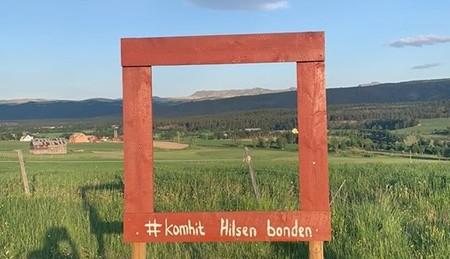 Utsikt til jordbrukslandskapet i Folldal, Innlandet.